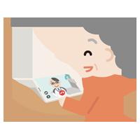 高齢者の女性が男性の医者とビデオ電話しているイラスト1